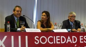 Dr. A. Coscujuela, Presidente de la SECCA, acompañado por la Dra. Josefina García
