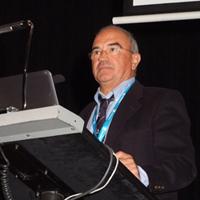 Los Drs. León, Ferrer, Murcia y Uzoz ofrecieron la visión del cirujano de cadera cuando se convierte en paciente.